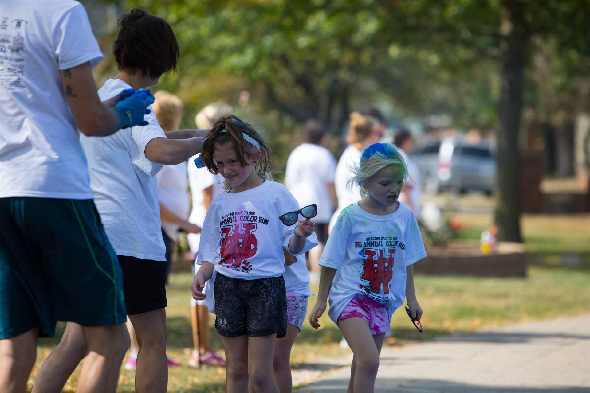 girls at color run