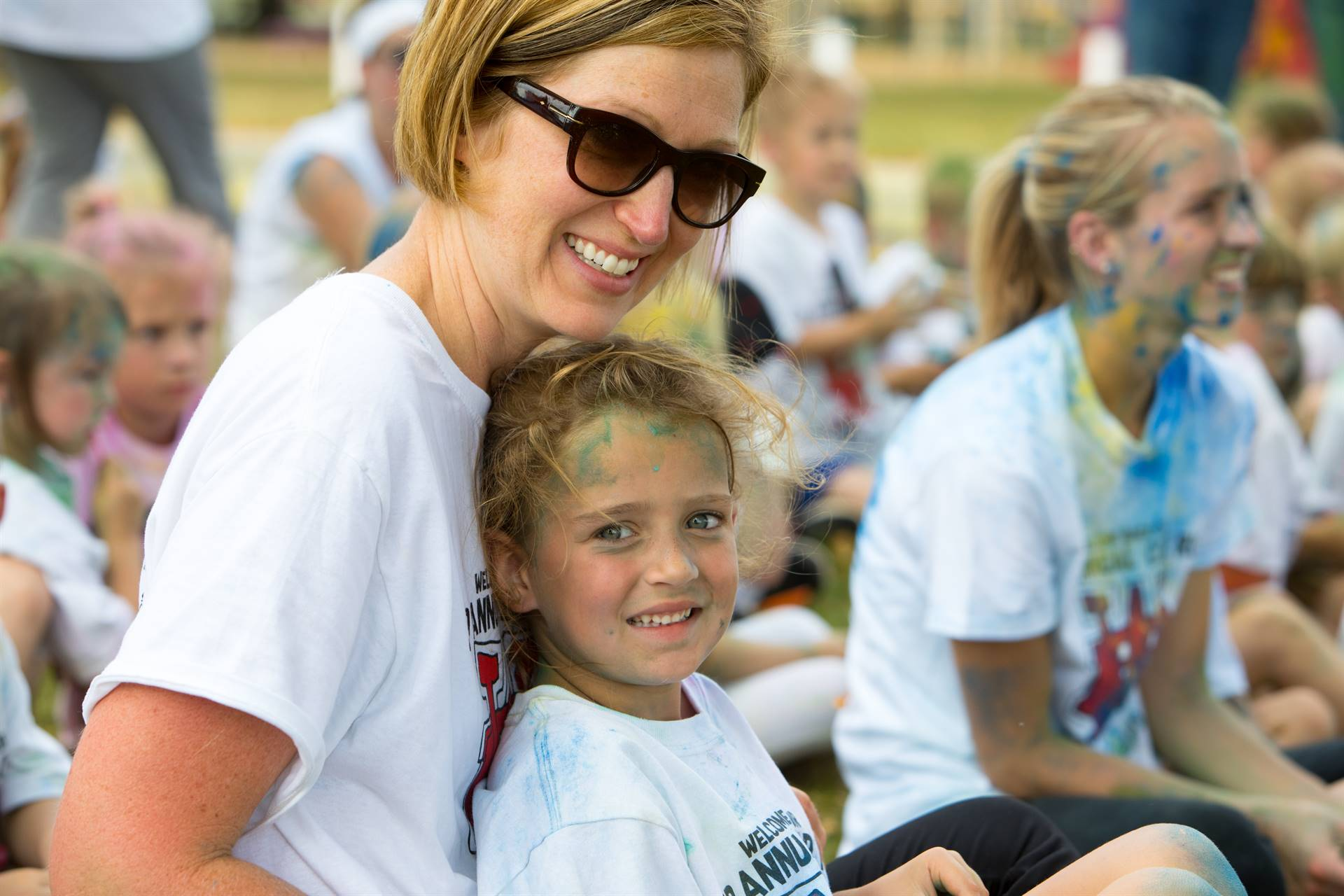 Mom and daughter at color run