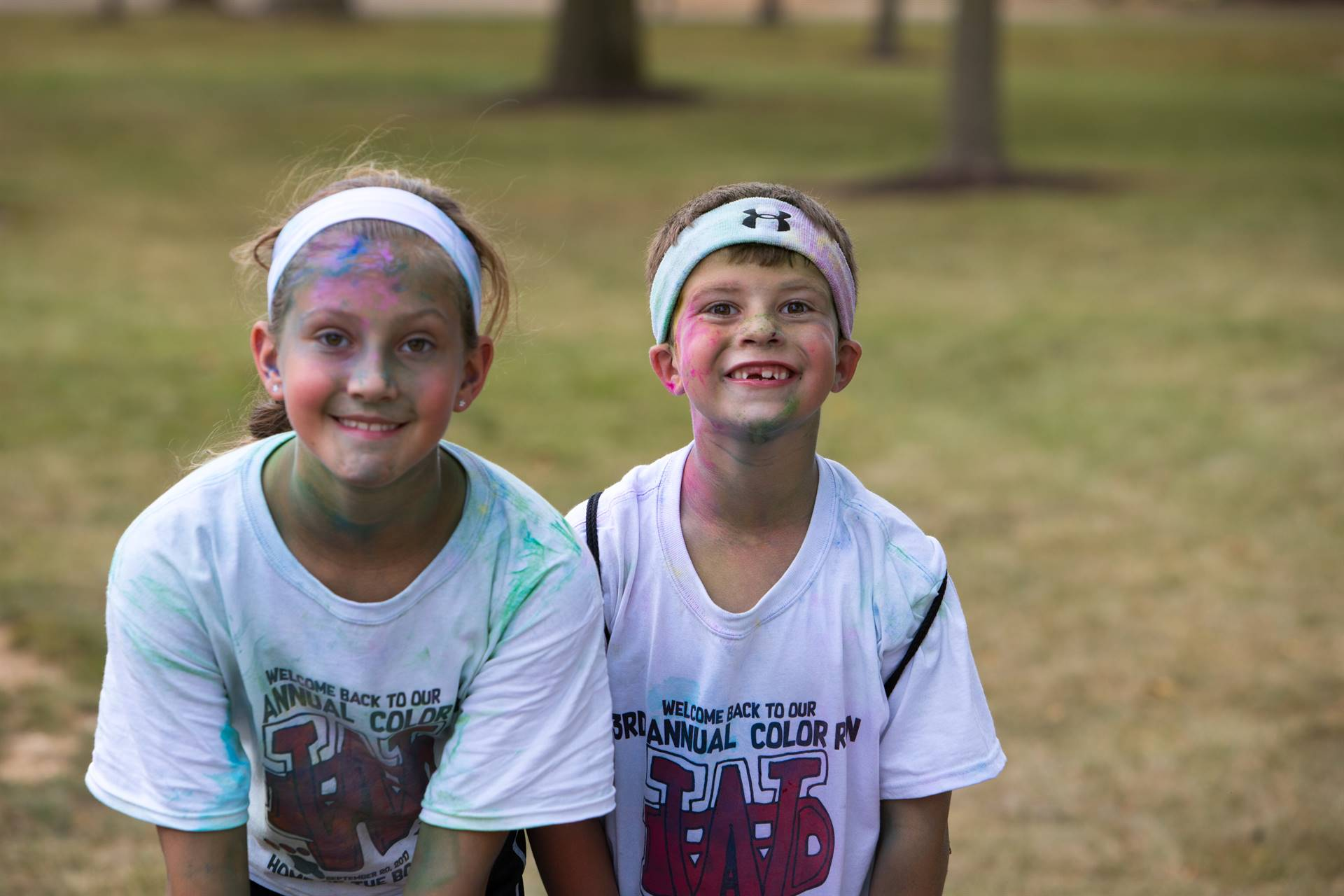 2 students after color run