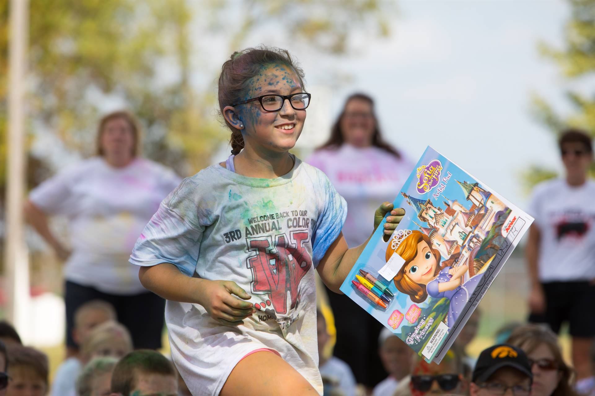 Girl with prize after color run