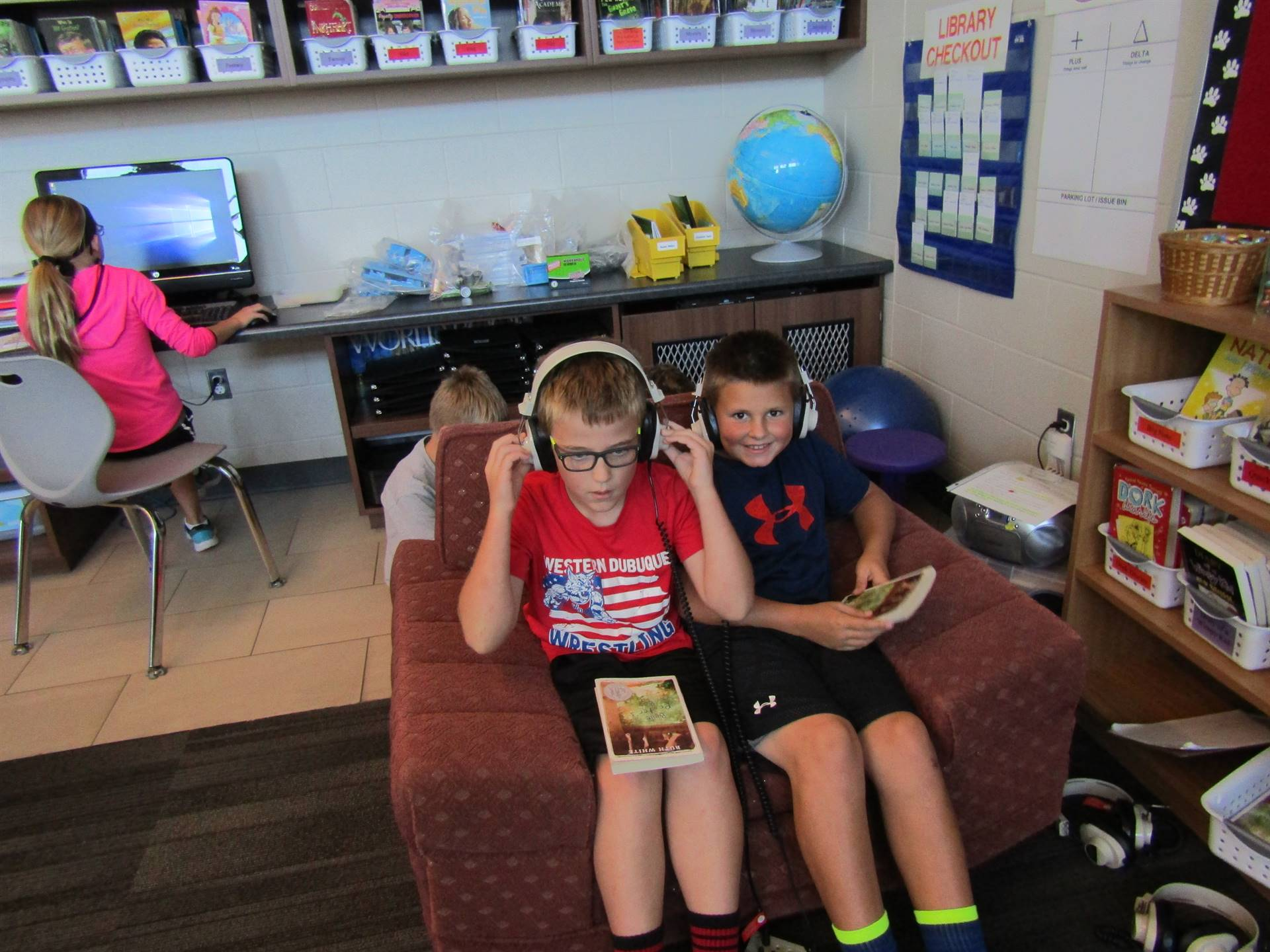 Dyersville elementary students listening to book on cd
