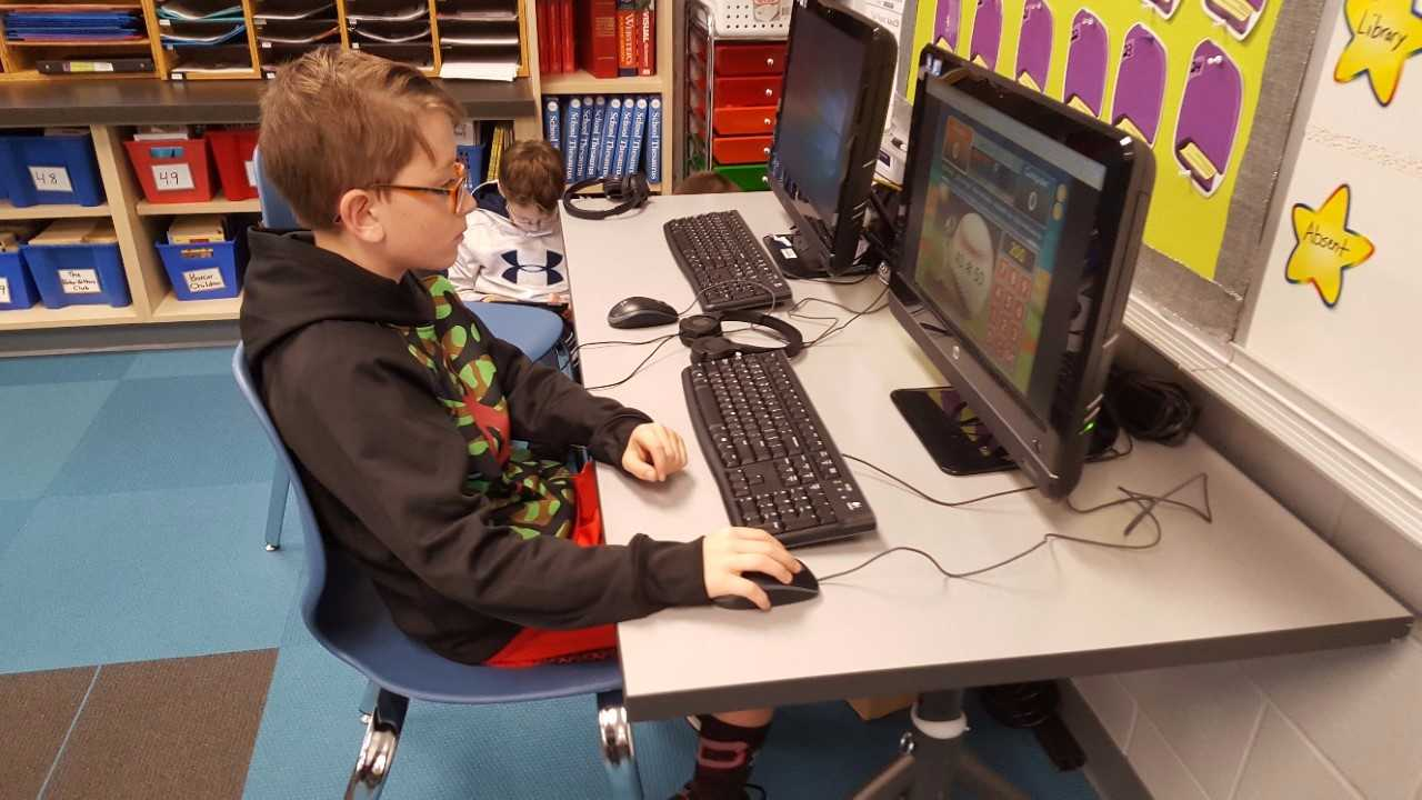 Peosta Elementary student working on computer