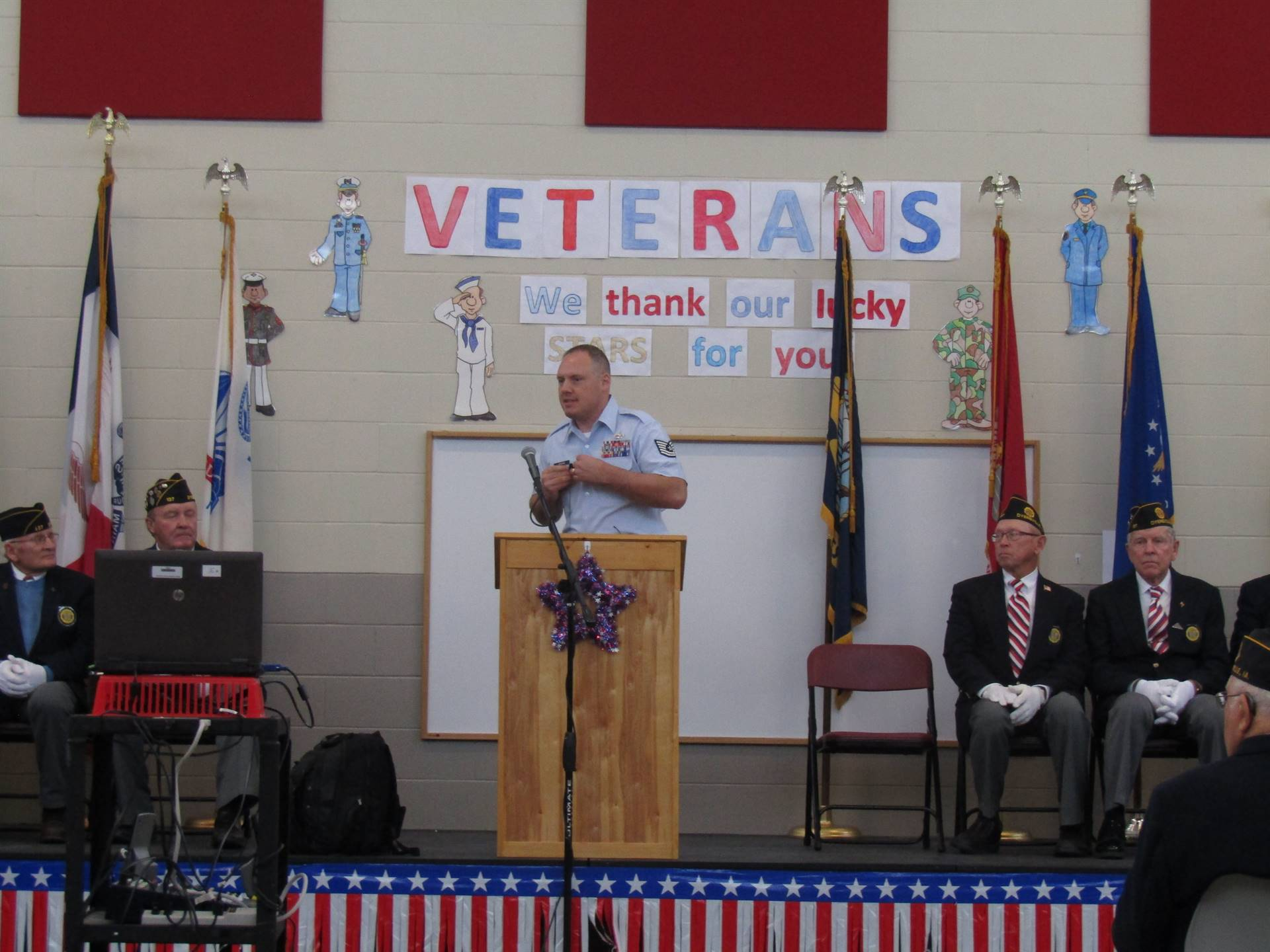 Veterans Day Assembly 2018 - Dyersville Elementary