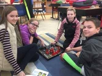 6th graders play Khet