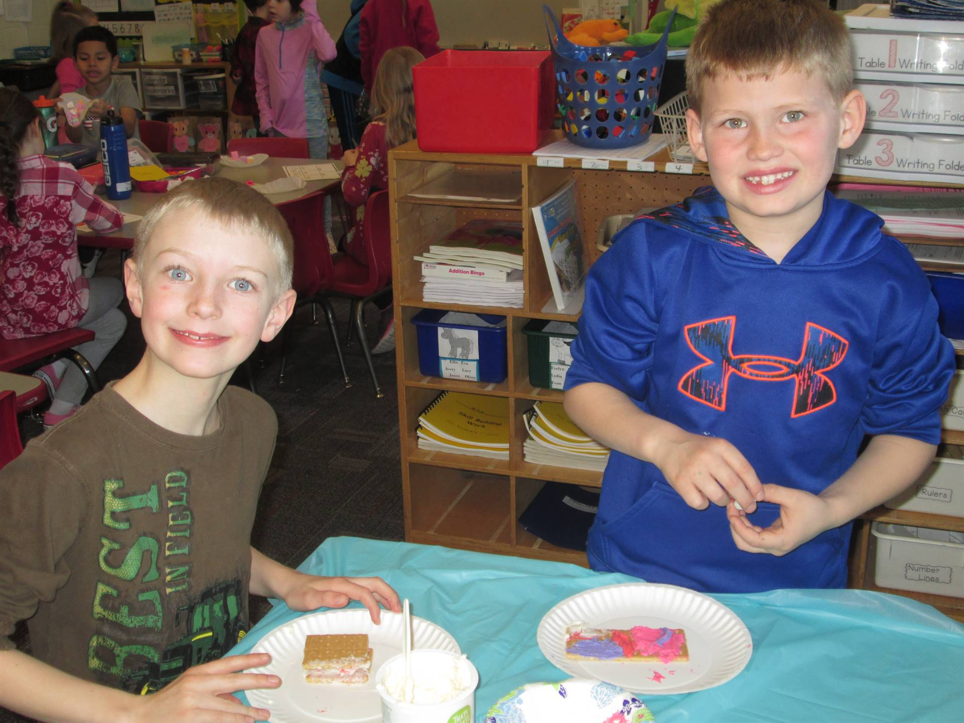 2 boys frosting crackers