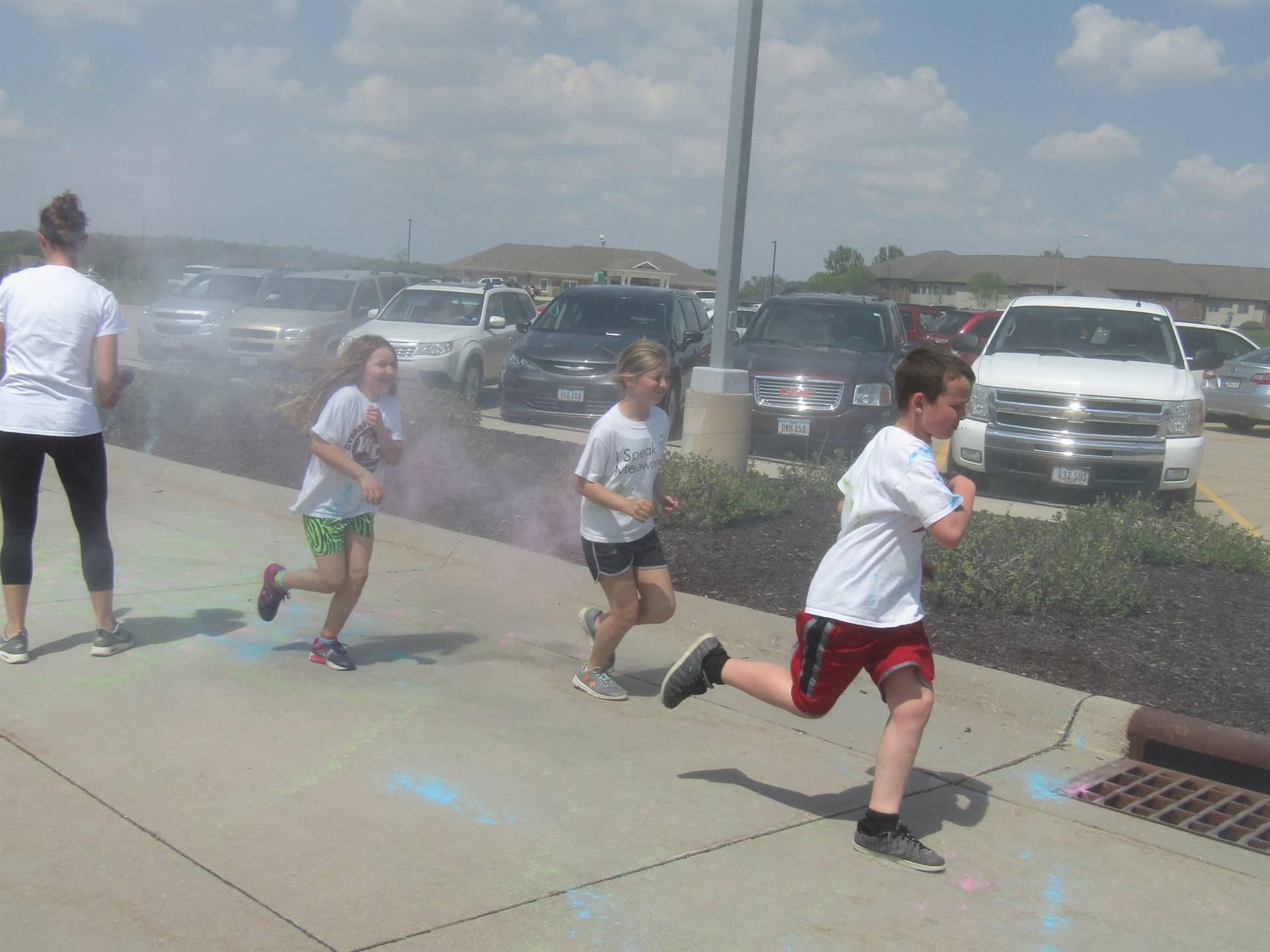 """Read & Run"" fundraiser's color run fun."