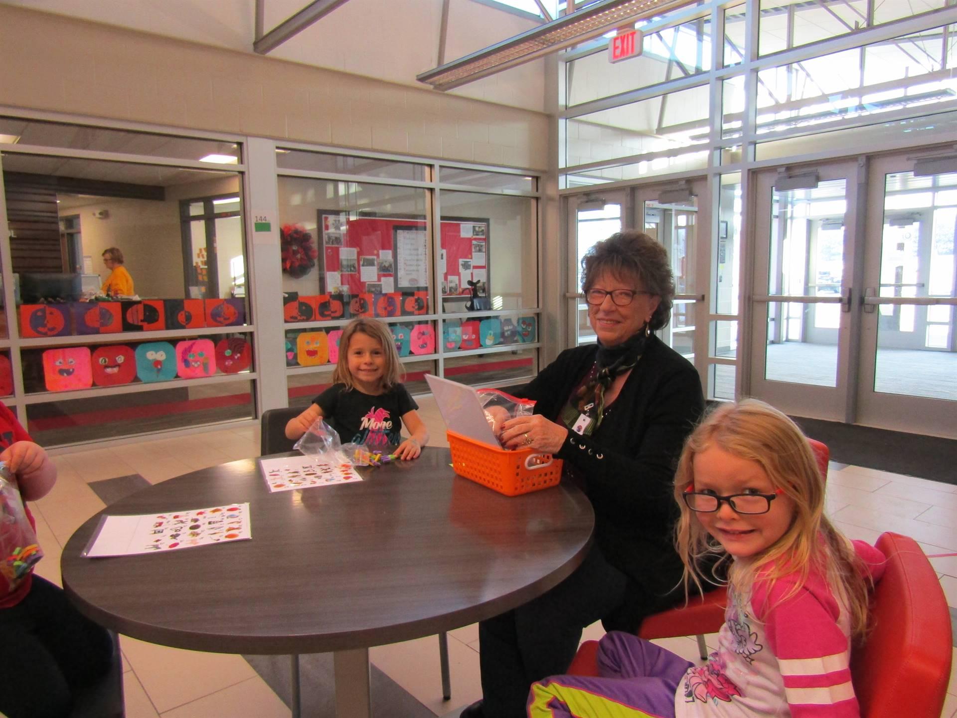 Dyersville Elementary volunteer