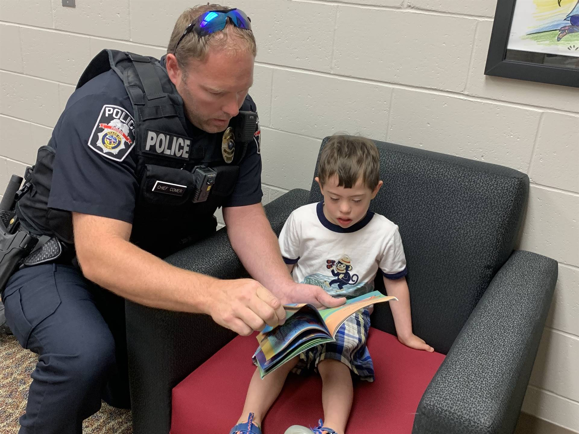 Chief Comer reading to a student.