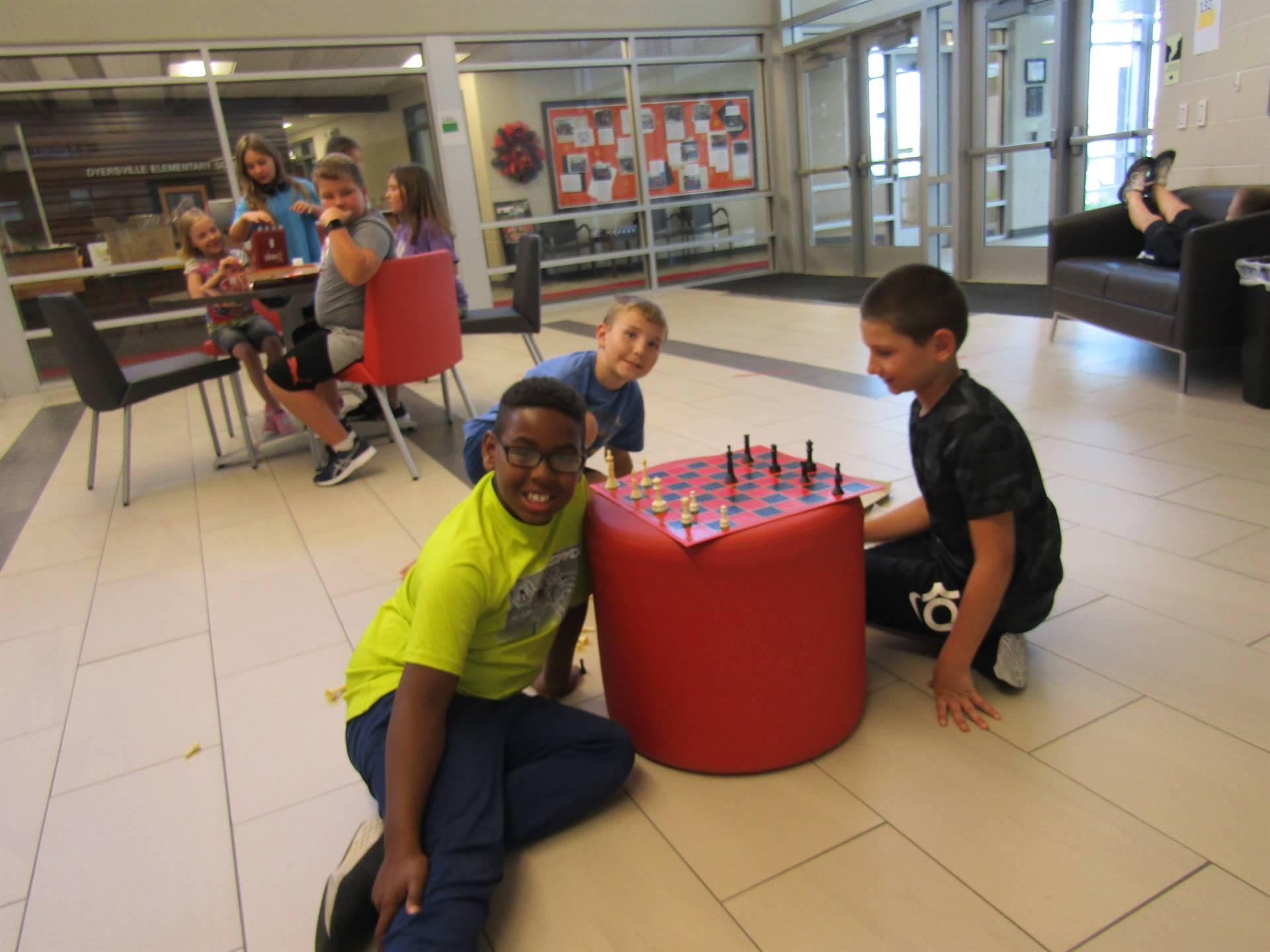Indoor recess chess