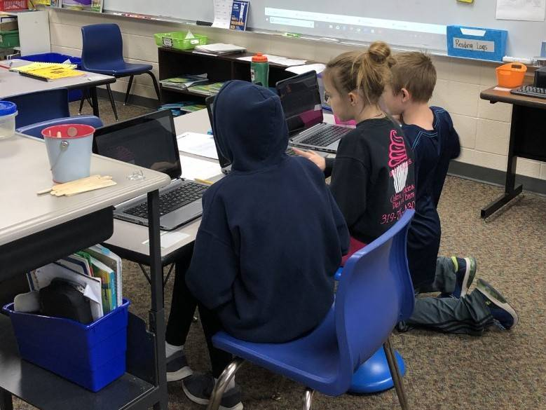 Students playing a vocabulary game on the computer
