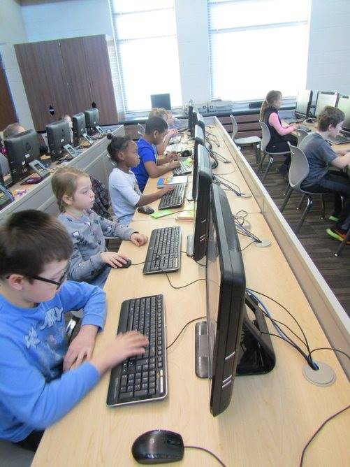 3rd graders in the computer lab