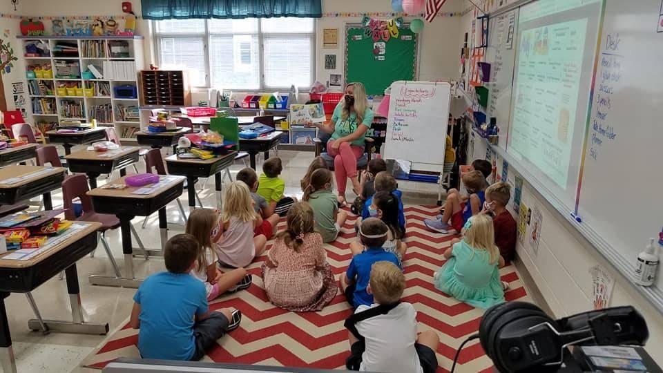 1st grade teacher reading to students