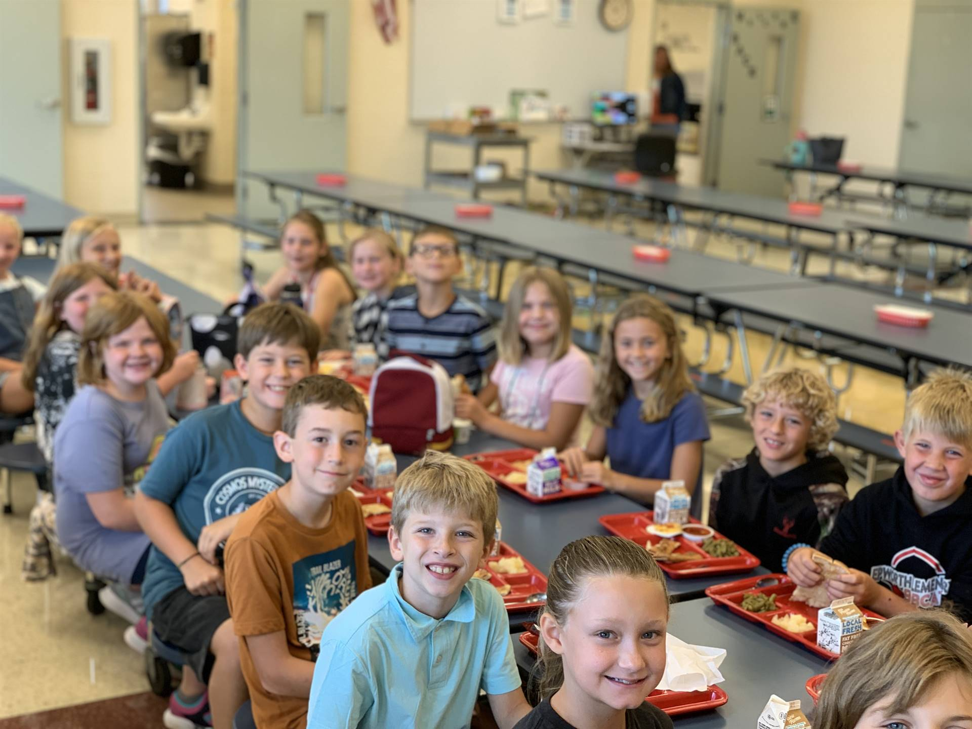 4th graders at lunch